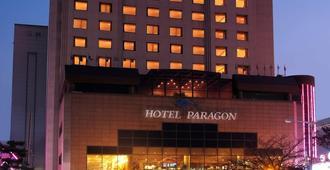 Hotel Paragon - פוסן