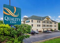 Quality Inn I-70 Near Kansas Speedway - Kansas City - Building