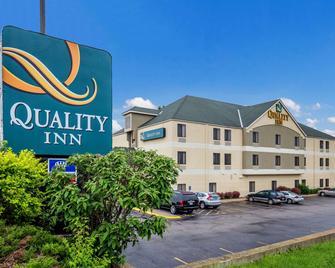 Quality Inn I-70 Near Kansas Speedway - Kansas City - Building