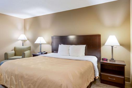 Quality Inn I-70 Near Kansas Speedway - Kansas City - Makuuhuone