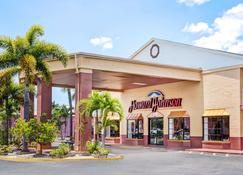 Howard Johnson by Wyndham Ft. Myers FL - Fort Myers - Building