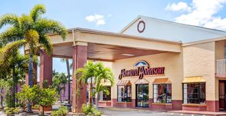 Howard Johnson by Wyndham Ft. Myers FL - Fort Myers - Toà nhà