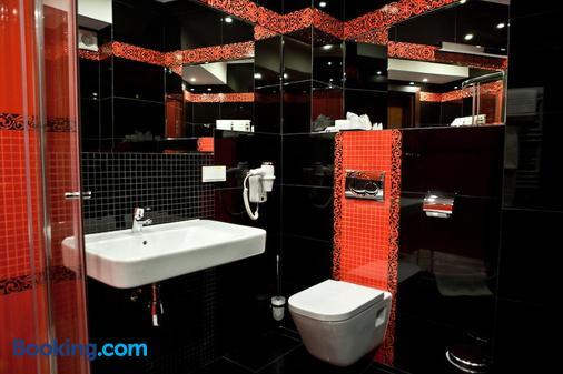 Hotel Sokolowska Airport Modlin - Nowy Dwór Mazowiecki - Bathroom