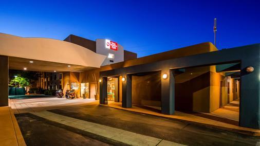 Best Western Plus Rio Grande Inn - Αλμπουκέρκι - Κτίριο