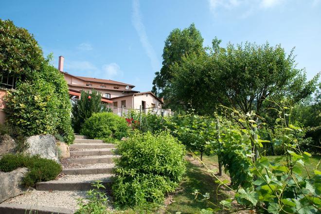 Hôtel Le Bel'vue - Le Cergne - Outdoors view