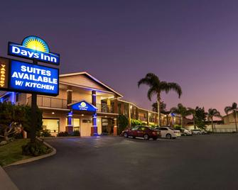 Days Inn And Suites San Diego SDSU - La Mesa - Building