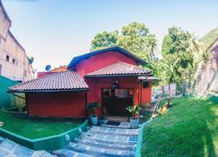 Hostel Refugio - Vila do Abraao - Building