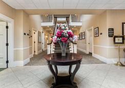 Traditions Hotel & Spa an Ascend Hotel Collection Member - Johnson City - Recepción