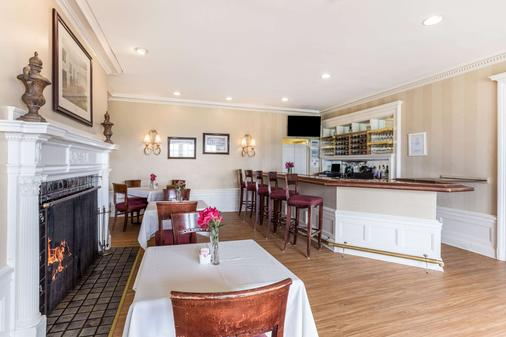 Traditions Hotel & Spa an Ascend Hotel Collection Member - Johnson City - Bar