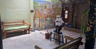 Funky Monkey Hostel - Guayaquil - Patio