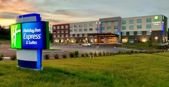 Holiday Inn Express & Suites Charlotte Ne - University Area - Charlotte - Building