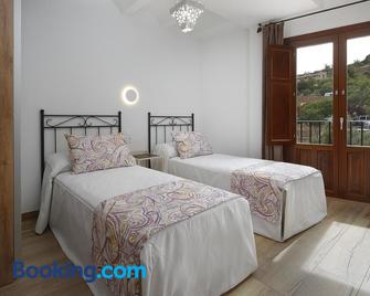 Apartamentos el Portal de Alquézar - Alquézar - Bedroom