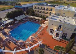 Kouros Hotel - Dráma - Zwembad
