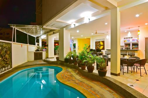 Squareone - Patong - Pool