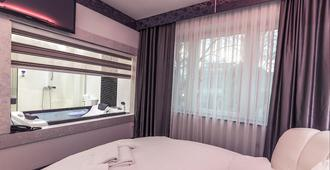 Hotel De Koka - Skopje - Phòng ngủ