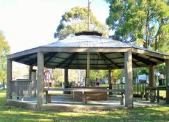 Mallacoota's Shady Gully Caravan Park - Mallacoota - Patio