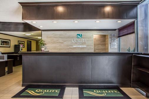 Quality Inn O'Hare Airport - Schiller Park - Front desk