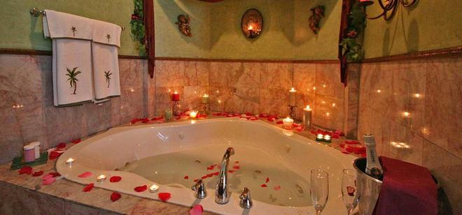 Whispering Pines Bed & Breakfast - Norman