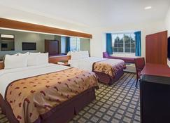 Microtel Inn & Suites by Wyndham Holland - Holland - Bedroom