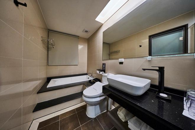 Kung Shang Design Hotel - Kaohsiung - Bathroom