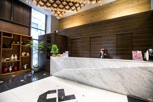 Kung Shang Design Hotel - Kaohsiung - Front desk