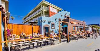 Surfer Beach Hotel - סן דייגו - בניין