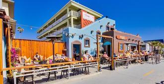 Surfer Beach Hotel - San Diego