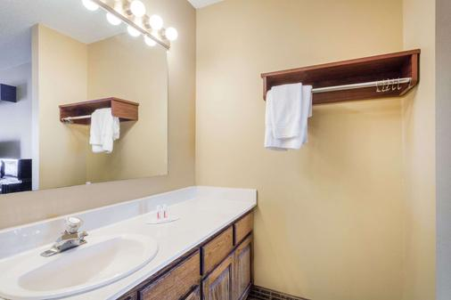 Baymont Inn and Suites Florence/Muscle Shoals - Florence - Μπάνιο