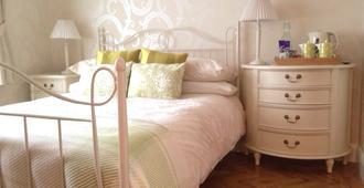 Angsana House - Egham - Bedroom