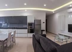 Ocean Gardens B3 - Naxxar - Kitchen