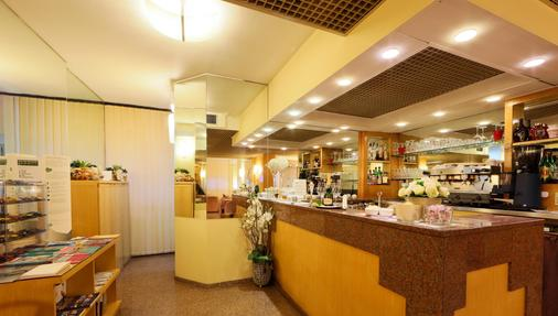 Best Western Hotel Liberta - Μοντένα - Bar