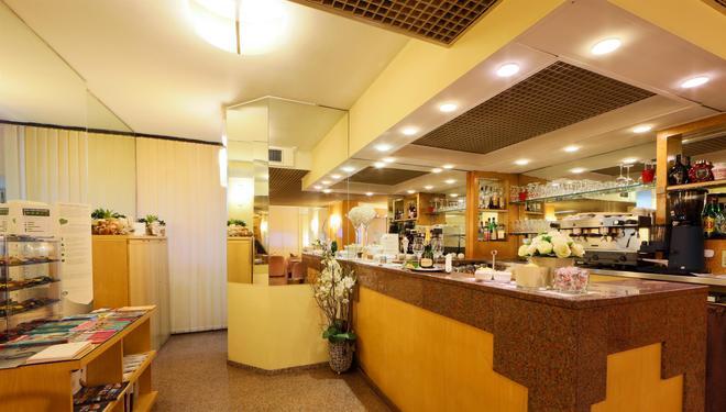 貝斯特韋斯特自由酒店 - 摩德納 - 摩地納 - 酒吧