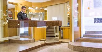 Best Western Hotel Liberta - מודנה - דלפק קבלה
