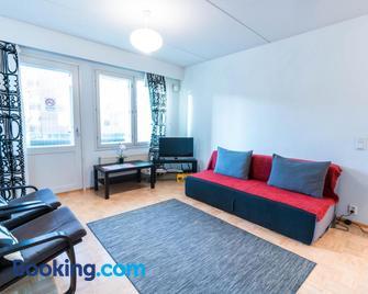 Oulu Hotelli Apartments - Oulu - Wohnzimmer