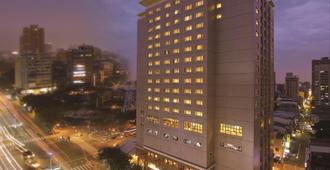 Lees Hotel - קאושיונג - בניין