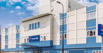 Travelodge Battersea - London - Bangunan