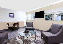 Days Inn by Wyndham, Bellingham - Bellingham - Olohuone