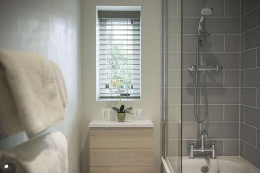 George Hotel, Signature Collection - Norwich - Bathroom