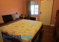Travel Eagle Inn Motel - Long Beach - Bedroom