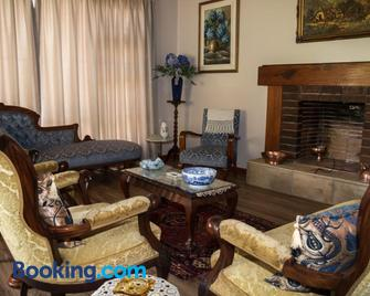 Lalani B&B/Self Catering Cottages - Riversdale - Living room