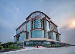 Radisson Blu Kaushambi Delhi NCR - Ghāziābād - Building