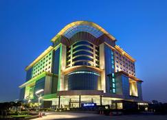 Radisson Blu Kaushambi Delhi NCR - Ghāziābād - Edificio