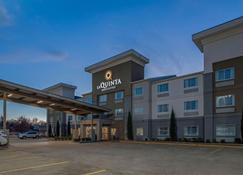 La Quinta Inn & Suites by Wyndham Fayetteville - Fayetteville - Byggnad