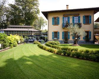 Hotel Villa Beccaris - Monforte d'Alba - Gebouw