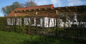 Hoby Gård Bed & Breakfast - Borrby