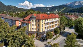 Hotel Vier Jahreszeiten - Гармиш-Партенкирхен - Здание
