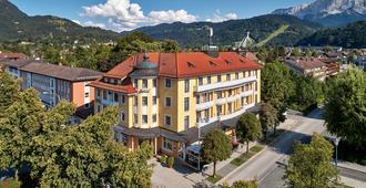 Hotel Vier Jahreszeiten - גרמיש-פרטנקירכן - בניין