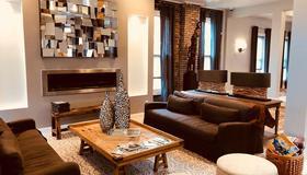 The Cochrane House Luxury Historic Inn - Detroit - Living room