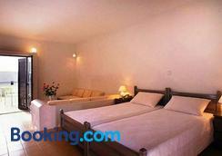 Blue Sky Hotel Apartments - Tolo - Bedroom