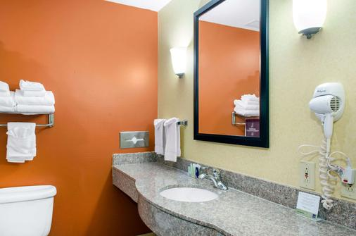 Sleep Inn & Suites East Chase - Montgomery - Bathroom